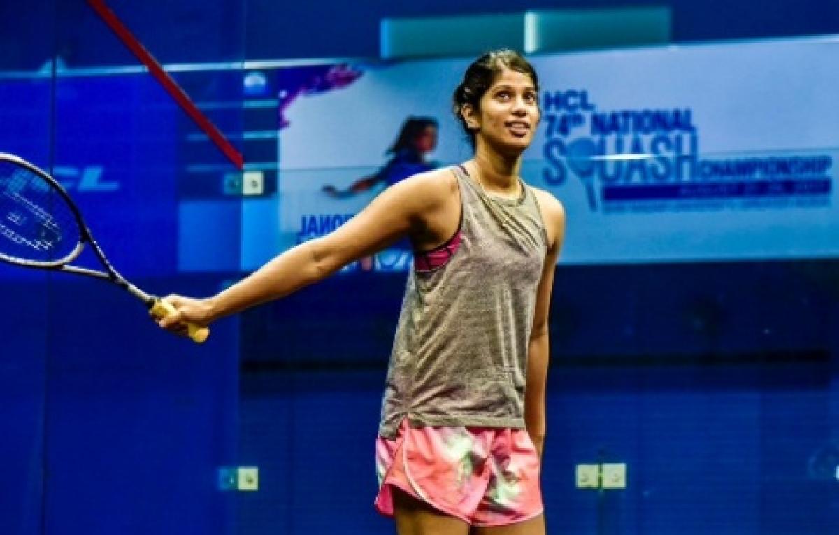 Joshna Chinappa keeps hopes alive