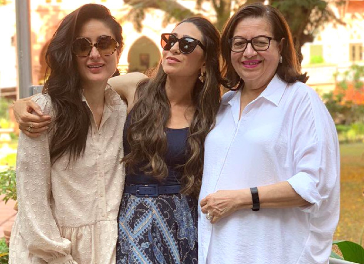 Sibling duo Karisma Kapoor, Kareena Kapoor Khan strike a pose with mommy Babita