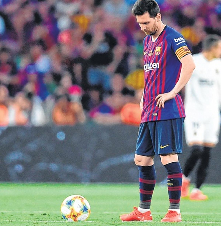 Valencia deflate Barcelona to win Copa del Rey