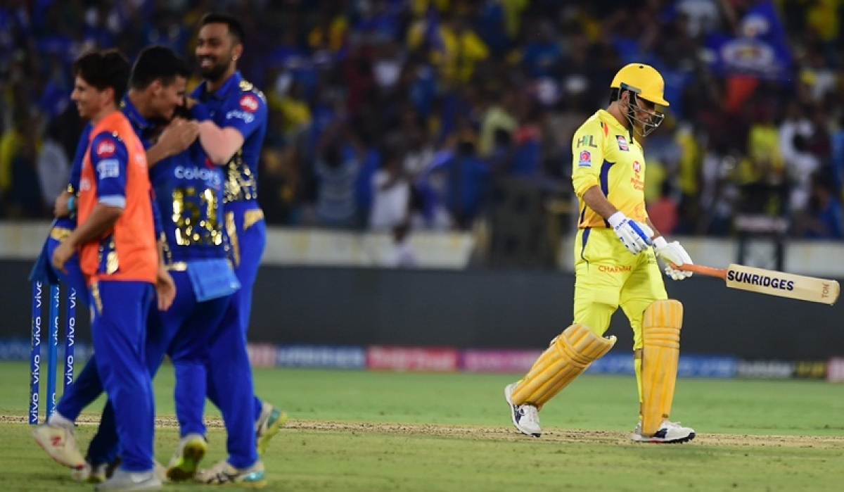 Dream 11 game-changing moment! Twitterati react to MS Dhoni's close run-out during IPL 2019 final