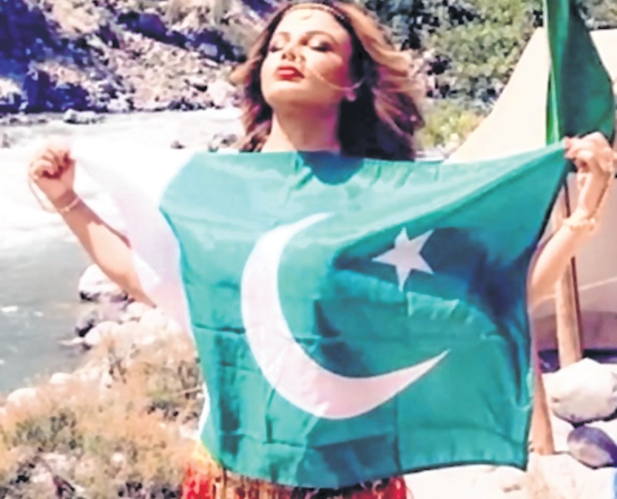 Rakhi Sawant poses with Pakistani national flag for new film; shares videos to clarify her act