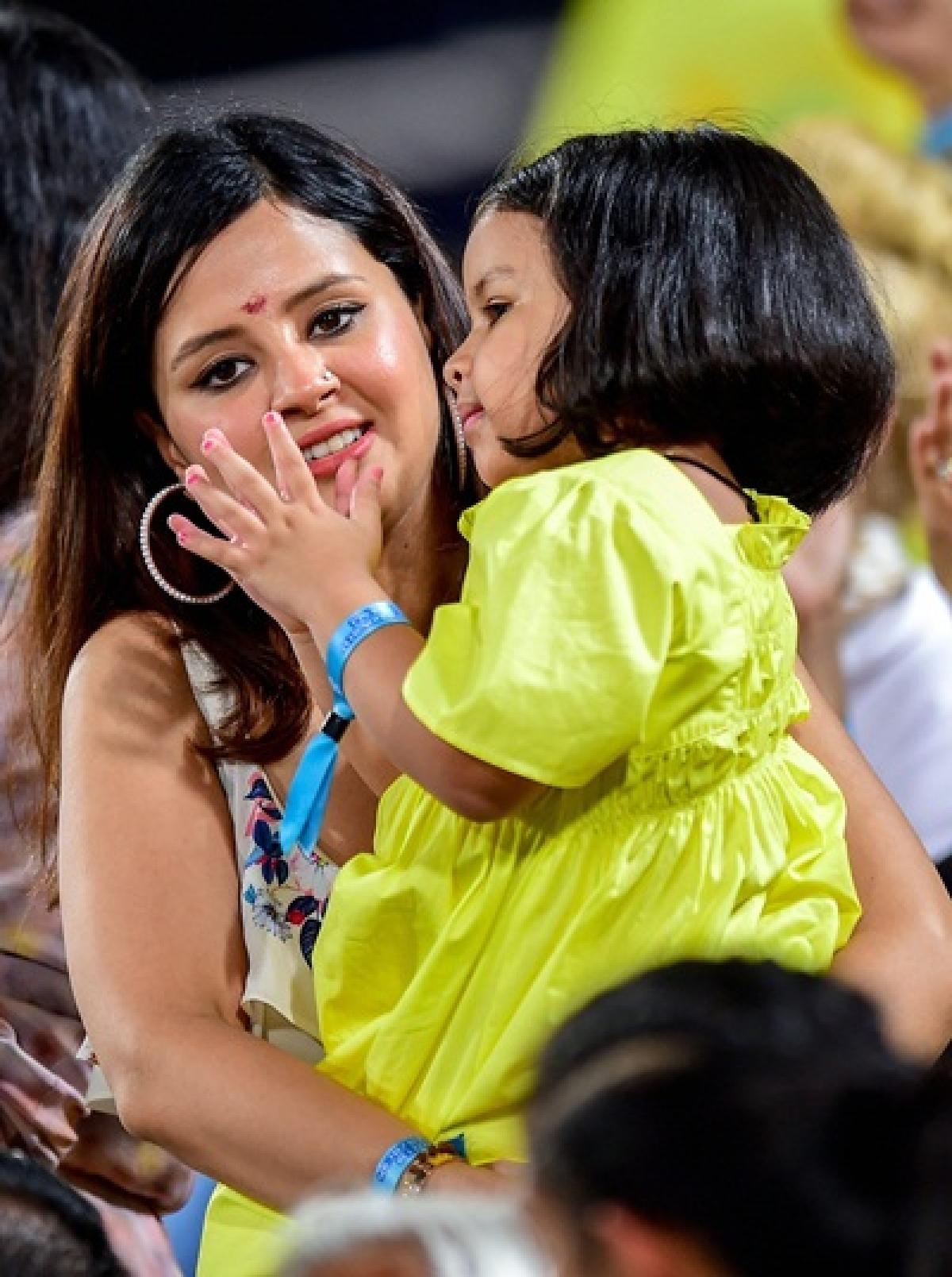 IPL 2019 final: The many moods of Ziva and Sakshi Dhoni