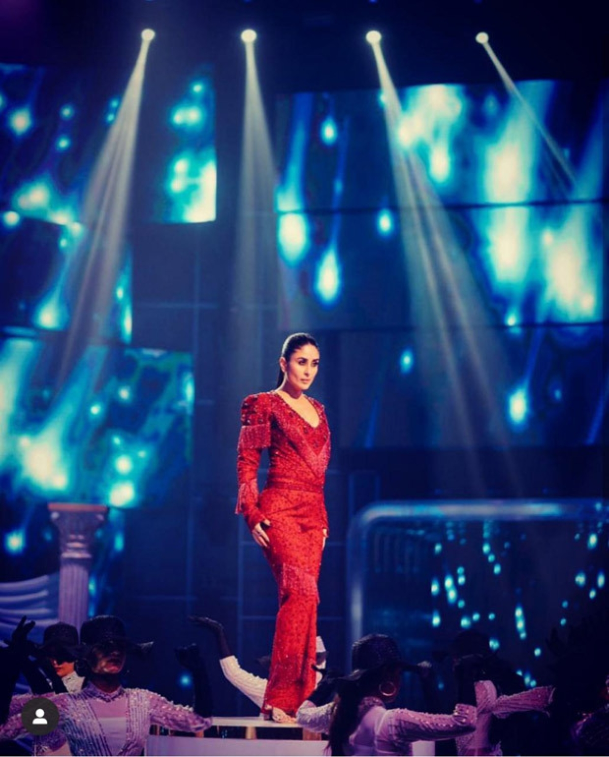 Kareena Kapoor Khan sizzles in hot red in the opening act of Dance India Dance