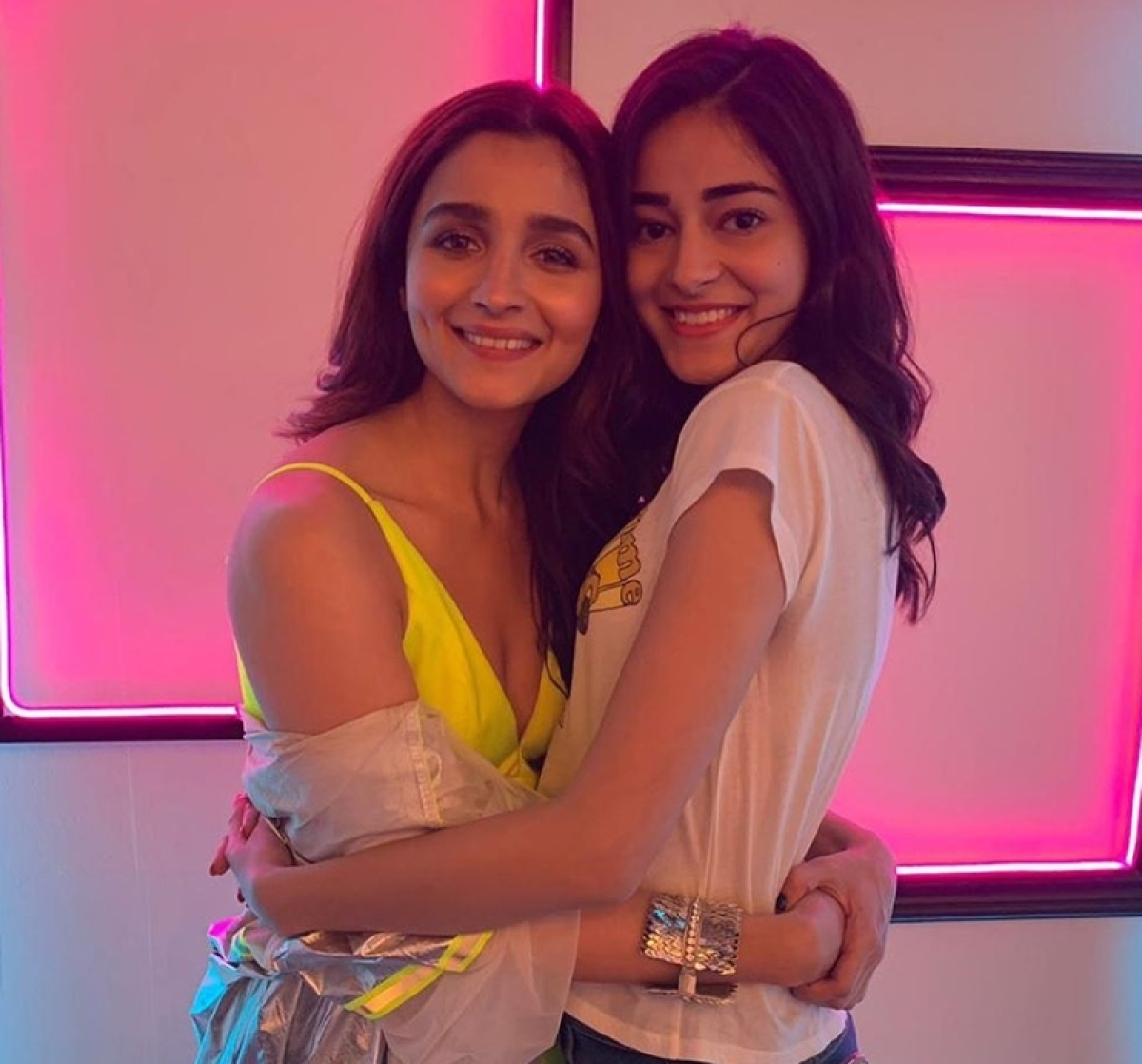 Ananya Panday bonds with Ex-student Alia Bhatt on the sets of 'The Hook Up Song', see pic