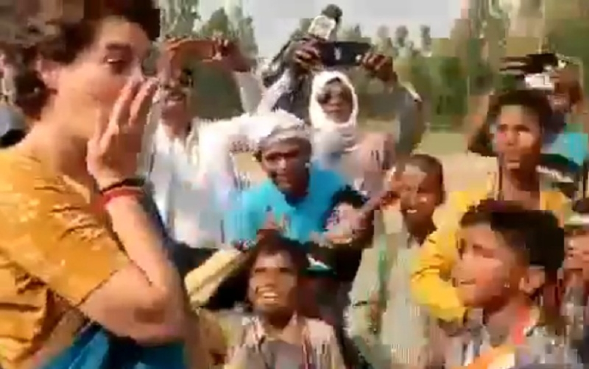 Video! Children use abusive slogans against PM Modi; this is how Priyanka Gandhi reacted