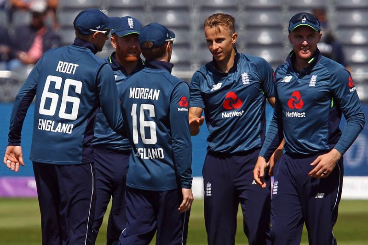 England's Tom Curran (2R) celebrates with team mates after taking the wicket of Pakistan's Haris Sohail (unseen) for 41 runs during the third One Day International (ODI) cricket match between England and Pakistan at The Bristol County Ground in Bristol on May 14, 2019. (Photo by GEOFF CADDICK / AFP)