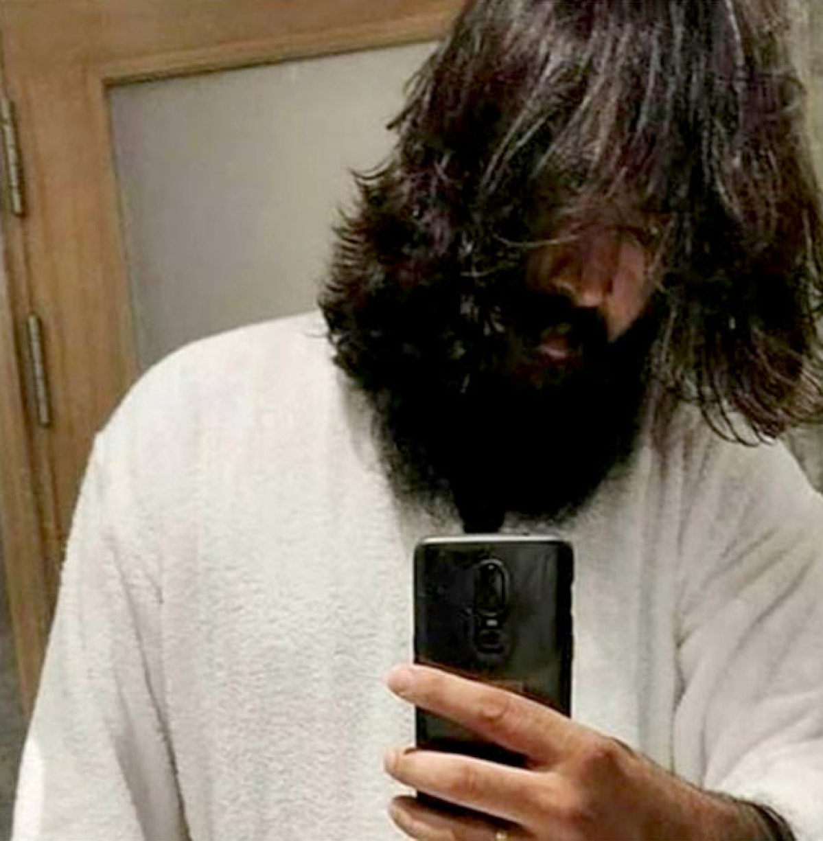 KGF 2: Fans claim this viral look of Yash is is from KGF Chapter 2