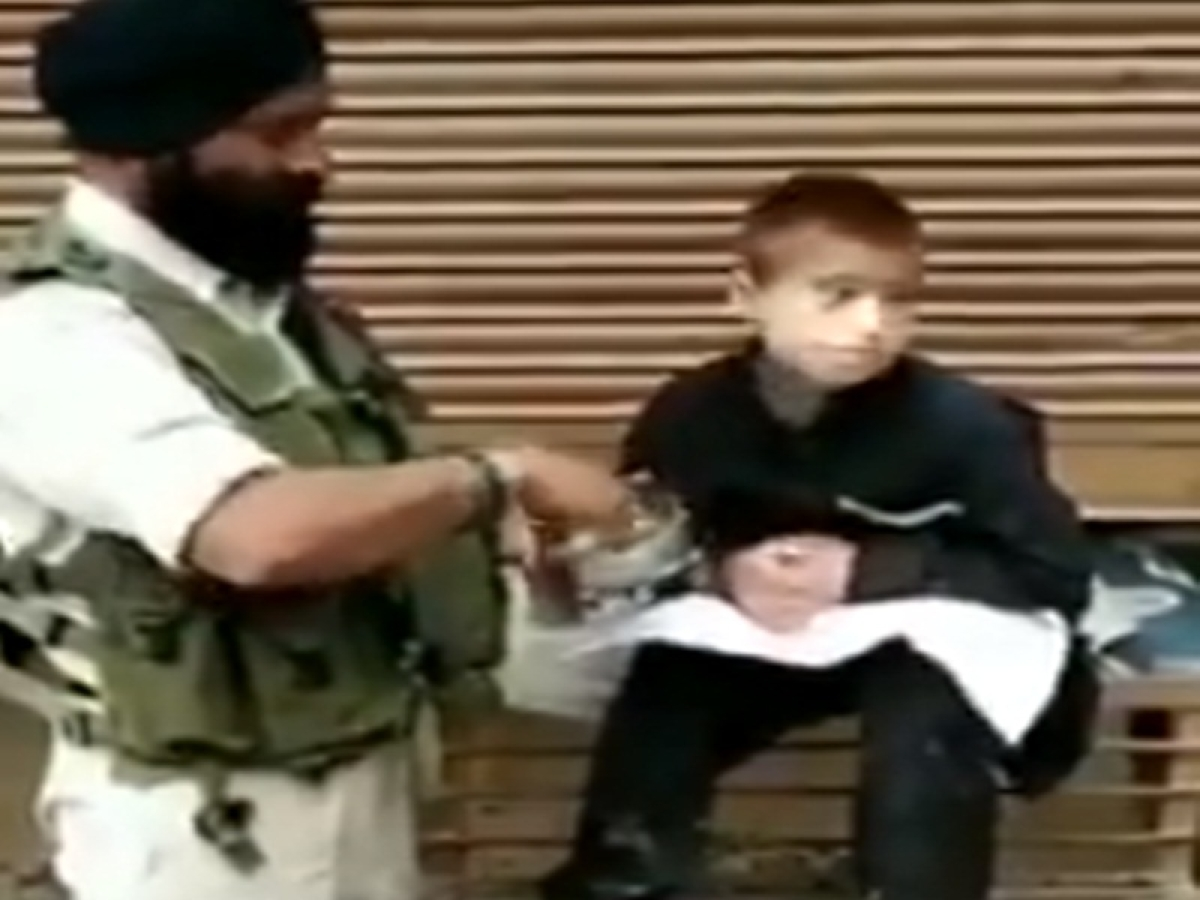 CRPF personnel who survived Pulwama attack feeds hungry child in Srinagar, video goes viral