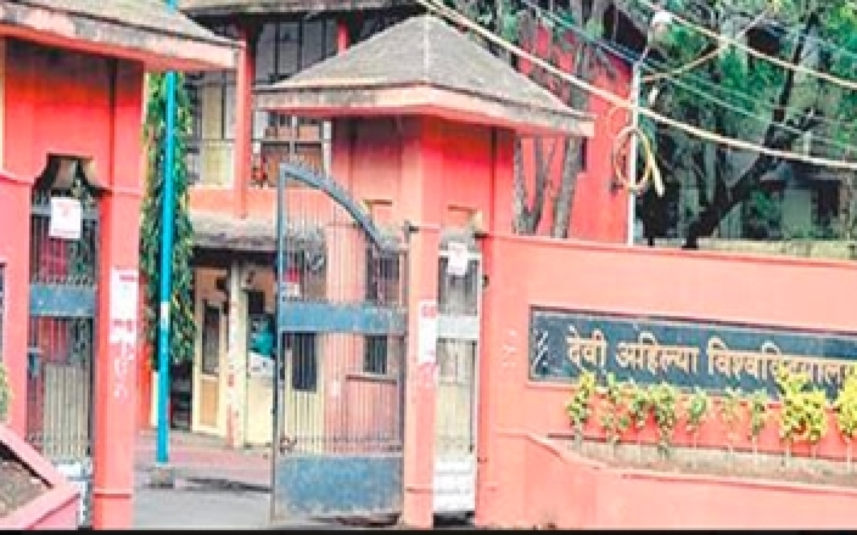 Indore: DAVV back to semester system for BBA, BCA mid-year