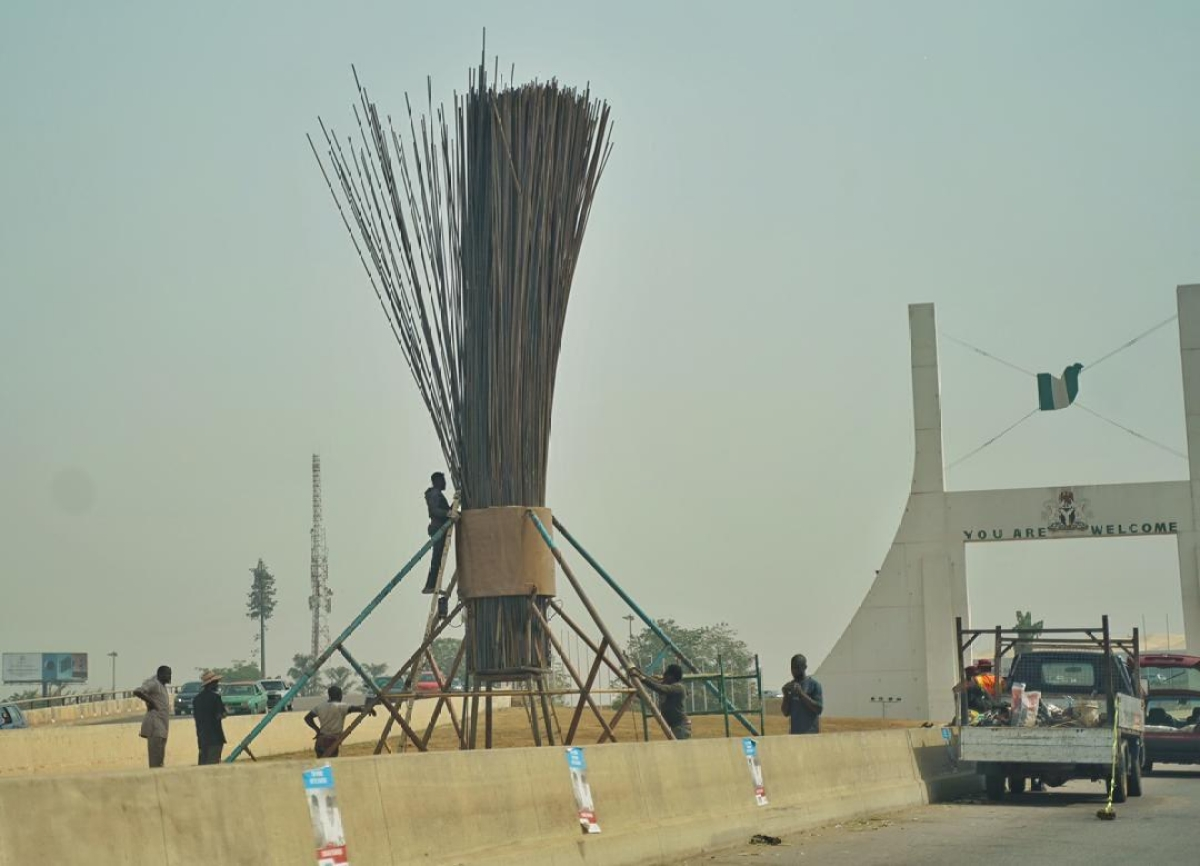 Twitter Nigeria Reacts to Giant Broom Mounted by APC
