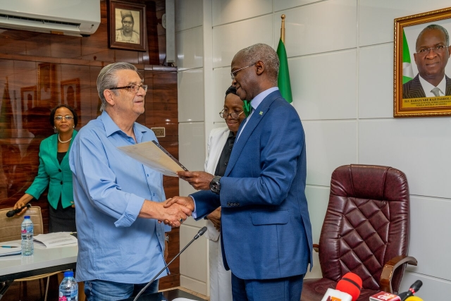 FG Fulfills 25-Year Promise, Rewards Former Super Eagles Coach With House