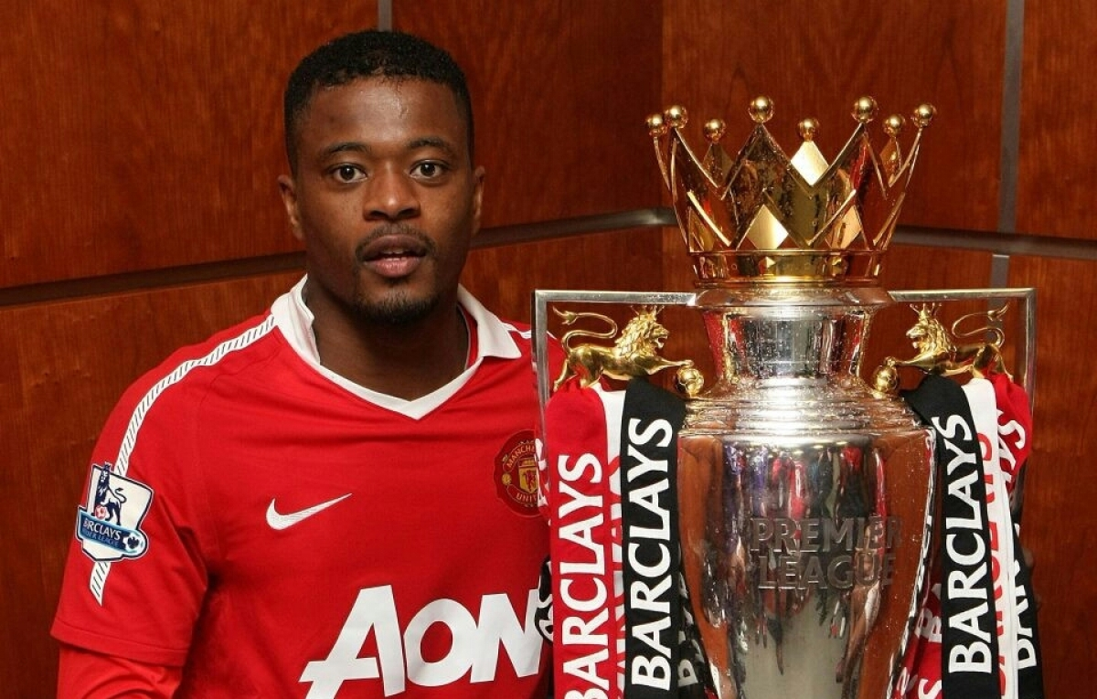 Carragher Apologizes To Evra For Liverpool Wearing Suarez Shirts