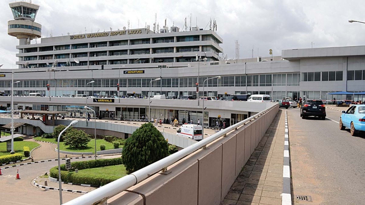 U.S Citizen Assaults Nigerian Airport Official, Breaks Car Key In His Ear