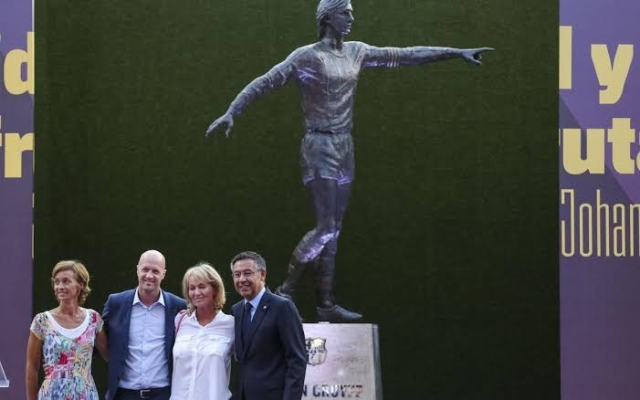 Barcelona Honours Johan Cruyff With Statue