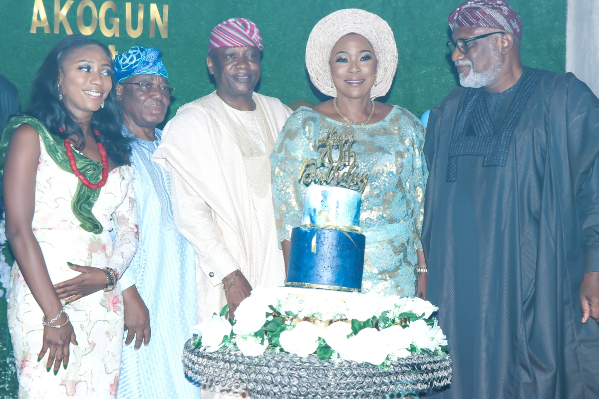 Akeredolu with celebrant and family members
