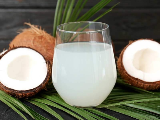 Coconut water can be used to hydrate the skin