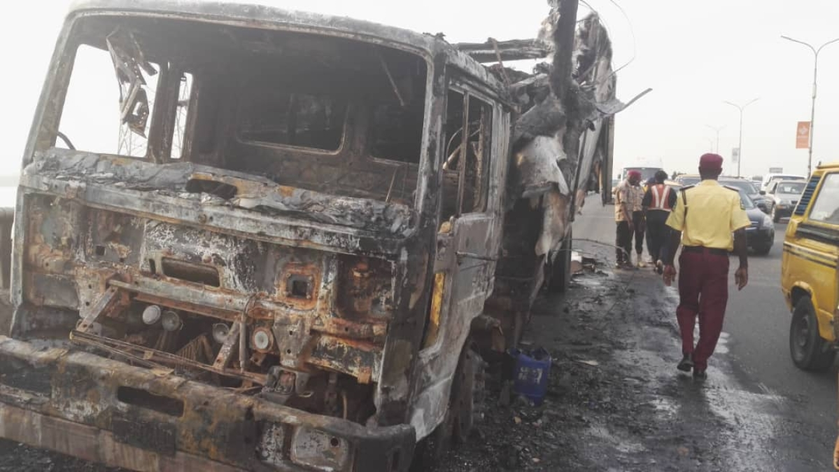 LASEMA Recovers Wreckage Of Burnt Truck From 3rd Mainland Bridge