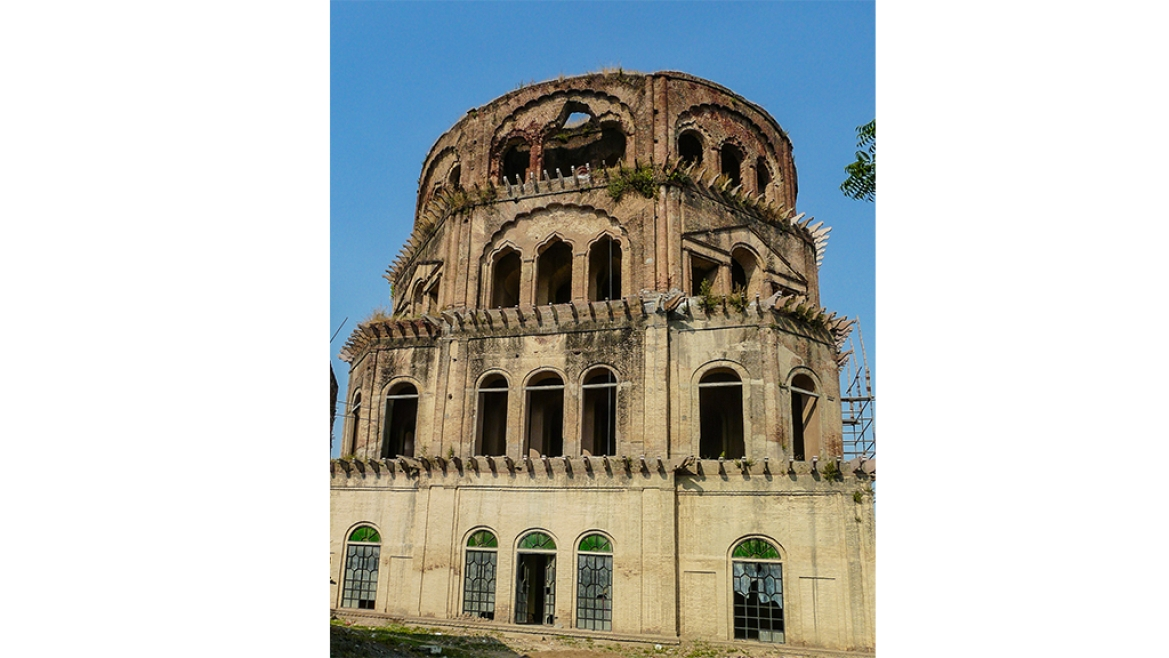 Though it was intended to be a glorious monument, Satkhanda has been left to ruin for centuries
