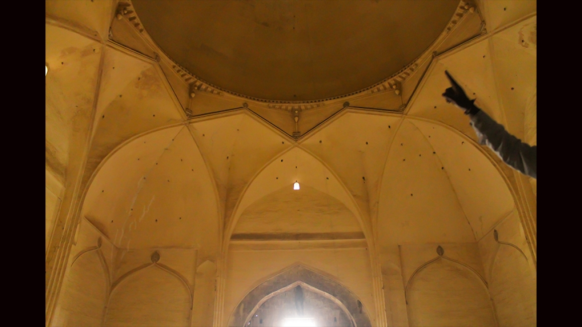 The pendentives created by the arches and  the 'whispering gallery' above