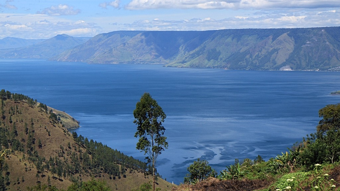 The  volcano eruption at Mt. Toba created a depression where Toba Lake stands today