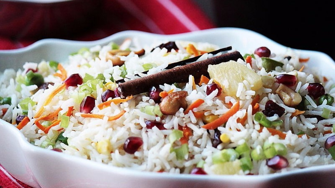 The similarities between<i> biryani</i> and<i> pulao</i> are often debated