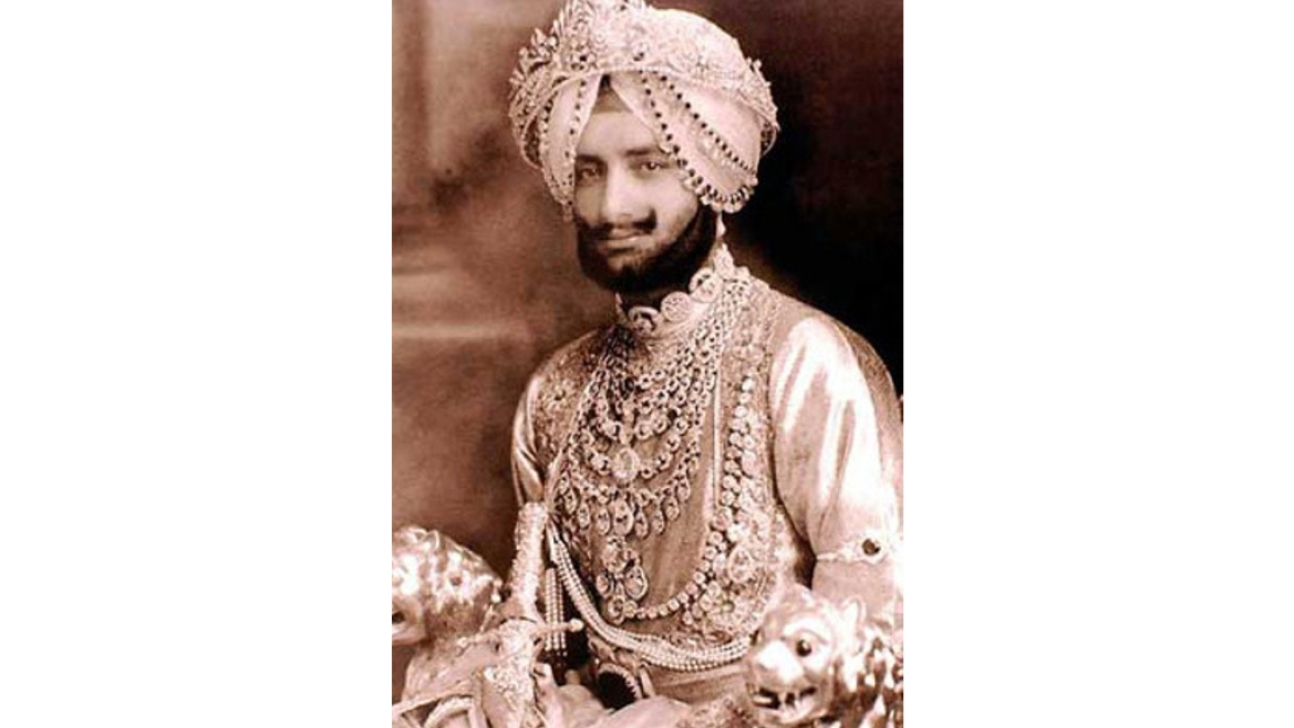 Maharaja Yadavindra Singh of Patiala, wearing the 'Patiala Necklace'