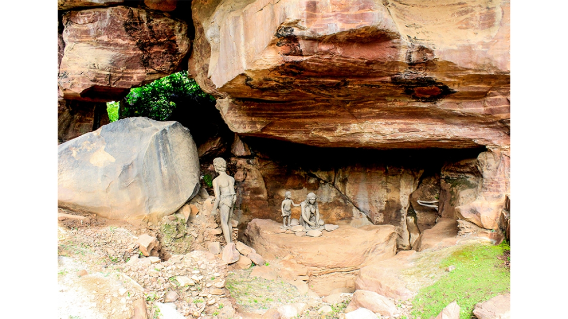 Rock shelter caves at Bhimbetka
