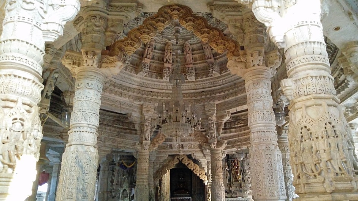 Inside view of the Ranakpur temple