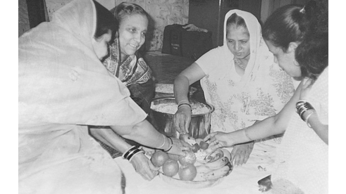 Women preparing malida