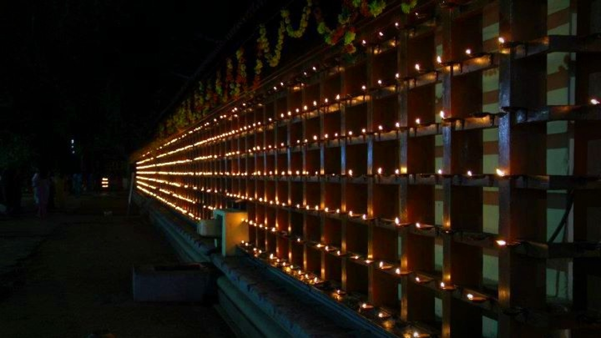 Thrikkakara Vamanamoorthy Temple lit with lamps during Onam
