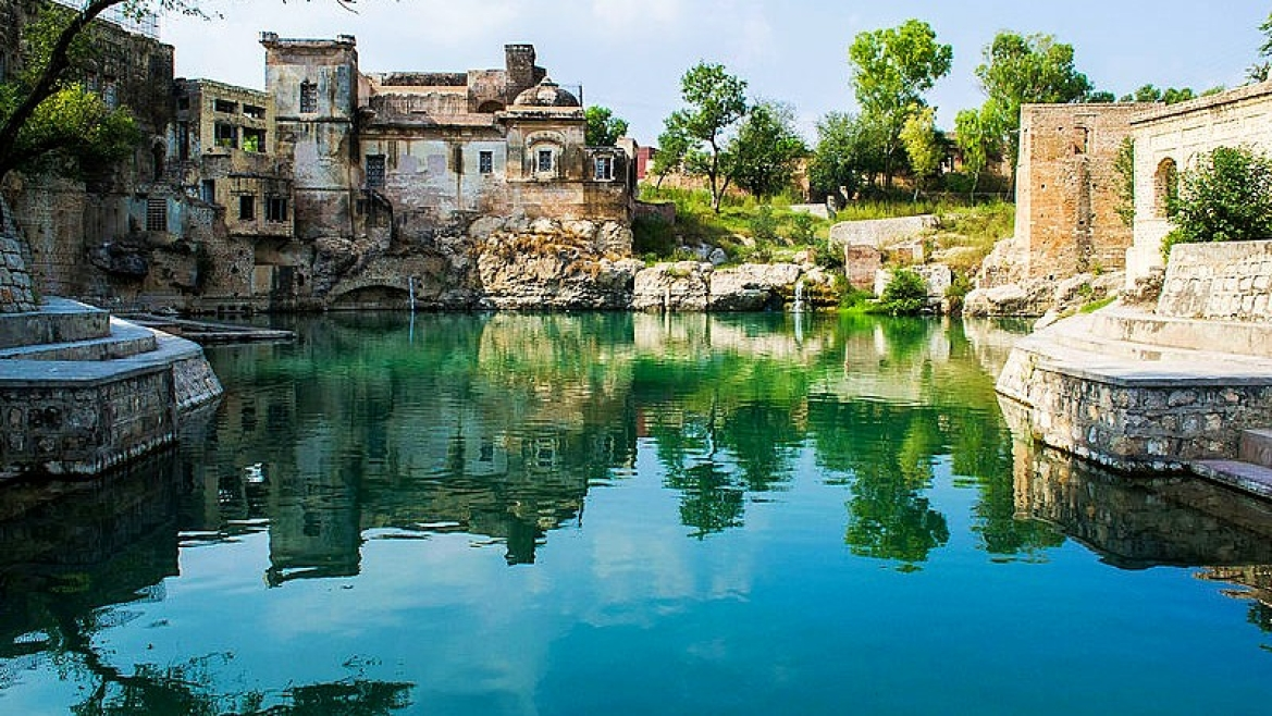 The sacred pond at Katas Raj