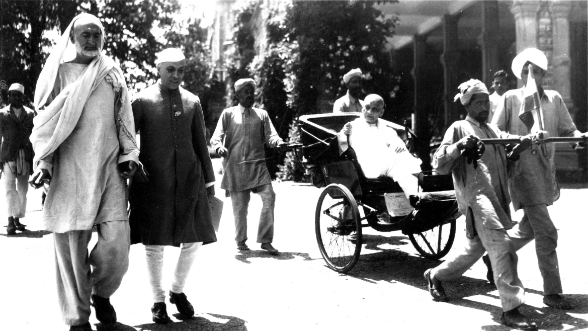 Abdul Gaffar Khan (L) with Jawaharlal Nehru (L) and Sardar Patel (R)