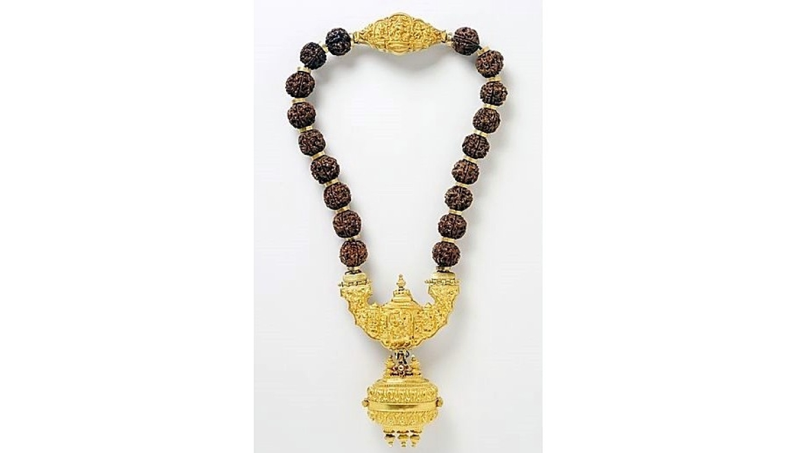 A necklace with pendant containing linga worn by Lingayats