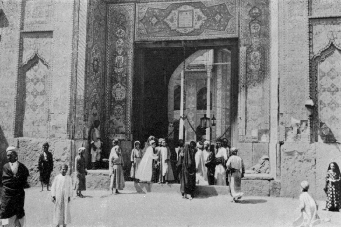 Photograph of the Jewish community in Baghdad, 1918