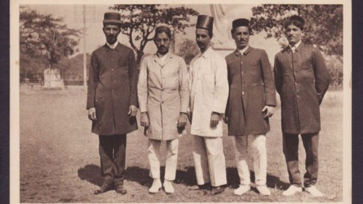 A group of Parsi men