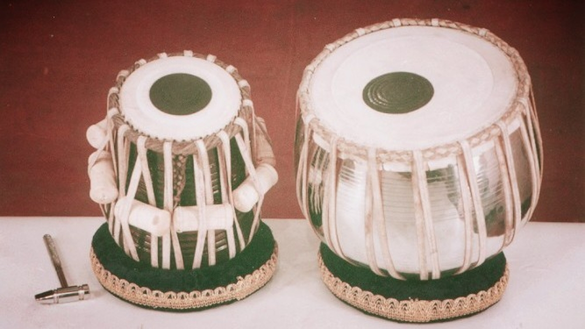 Tabla with central (black) syahi loading on top