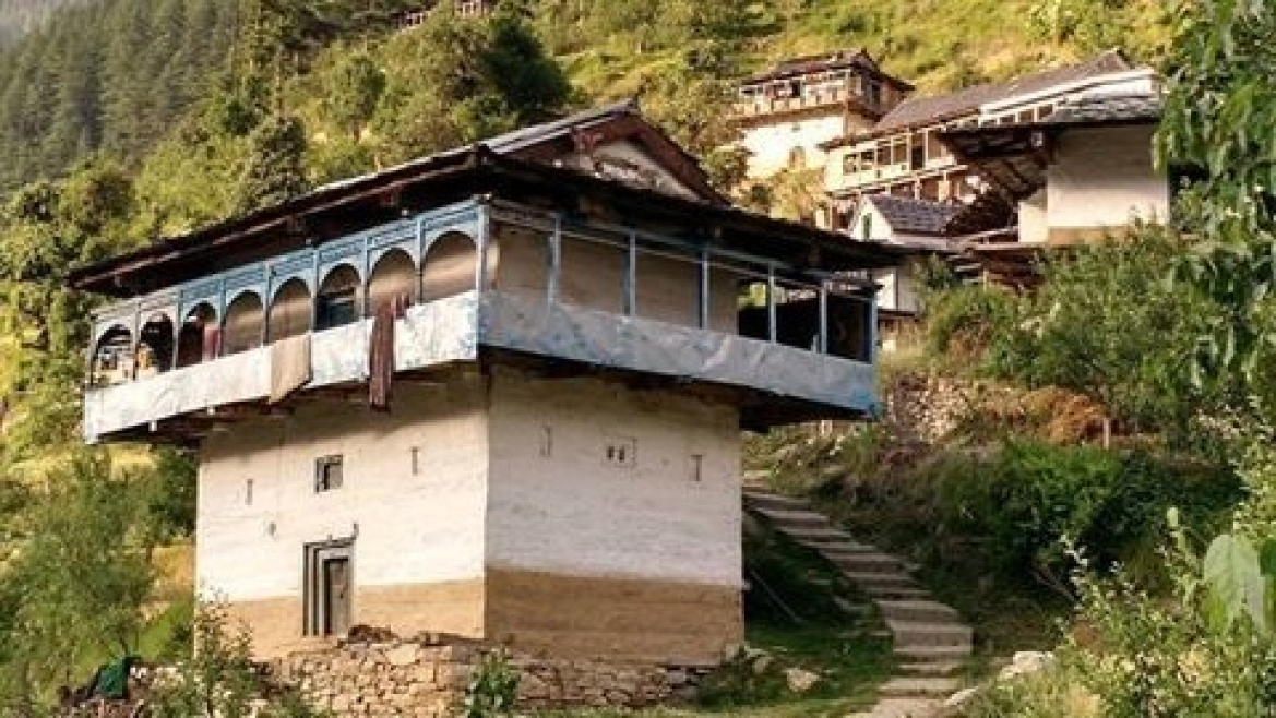 Houses constructed in the <i>kath-kunni </i>style, Himachal Pradesh
