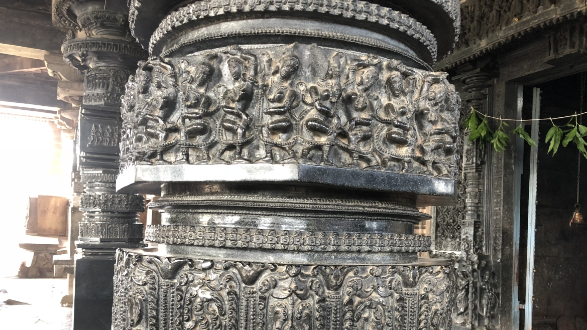 Carved pilliars at the Ramappa Temple