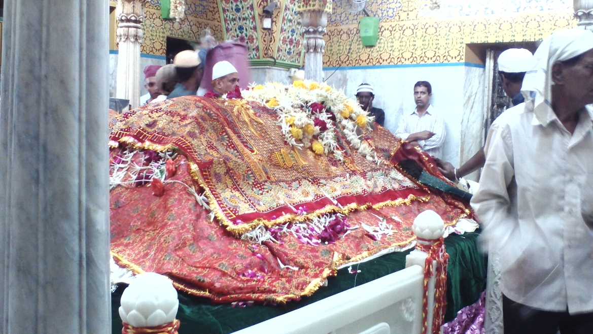 The tomb of Makhdoom Ali Mahimi
