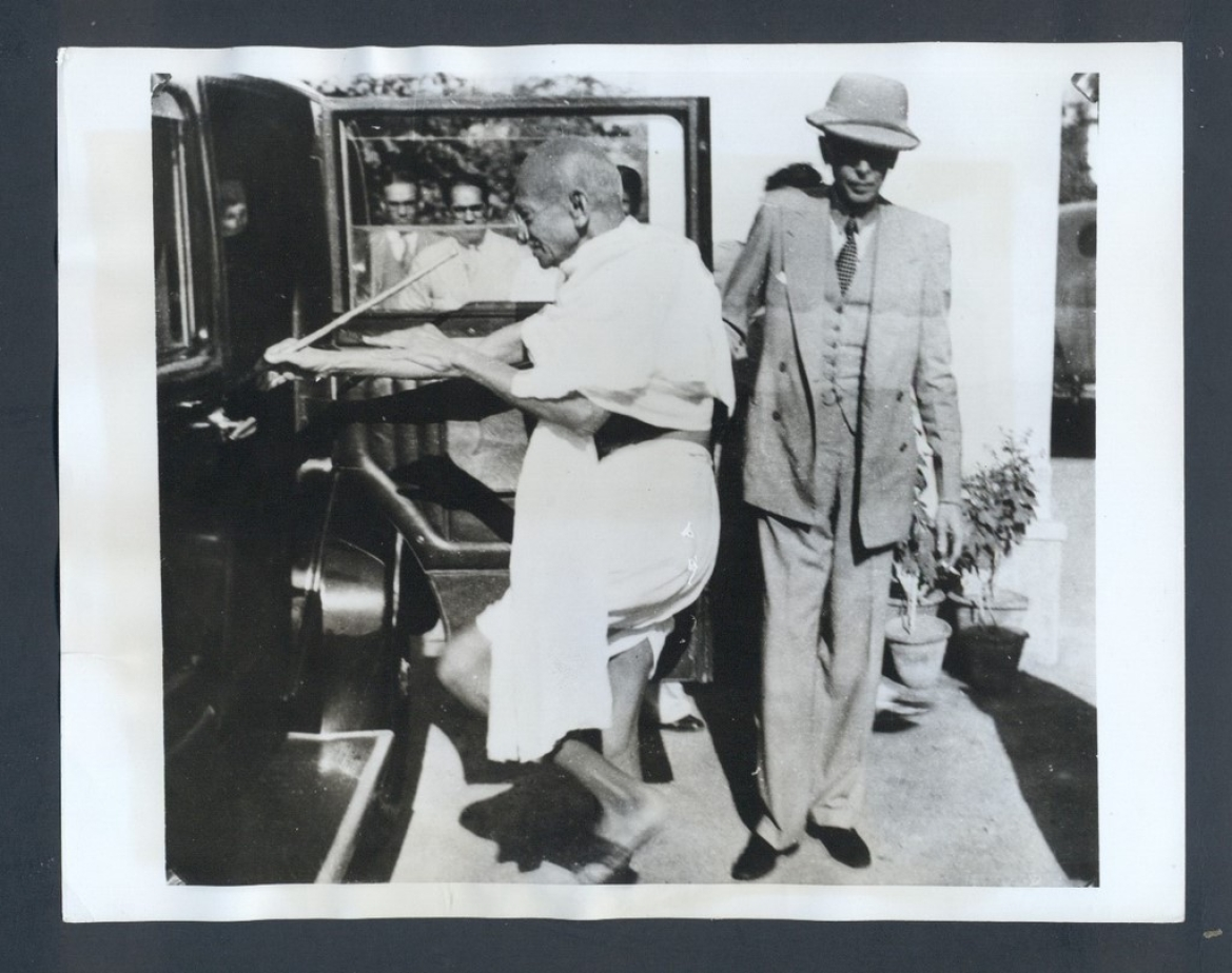 Gandhi and Jinnah for negotiations in Bombay