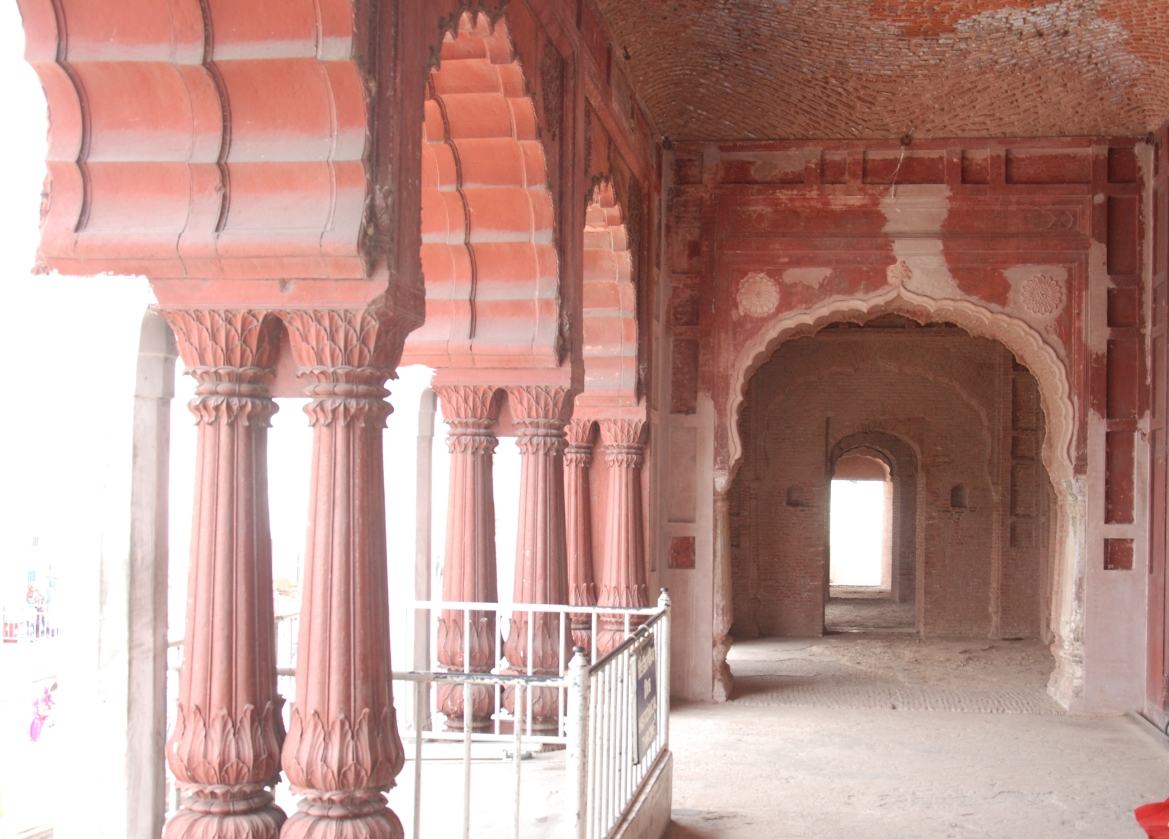 Throne and pillars from the Red Fort