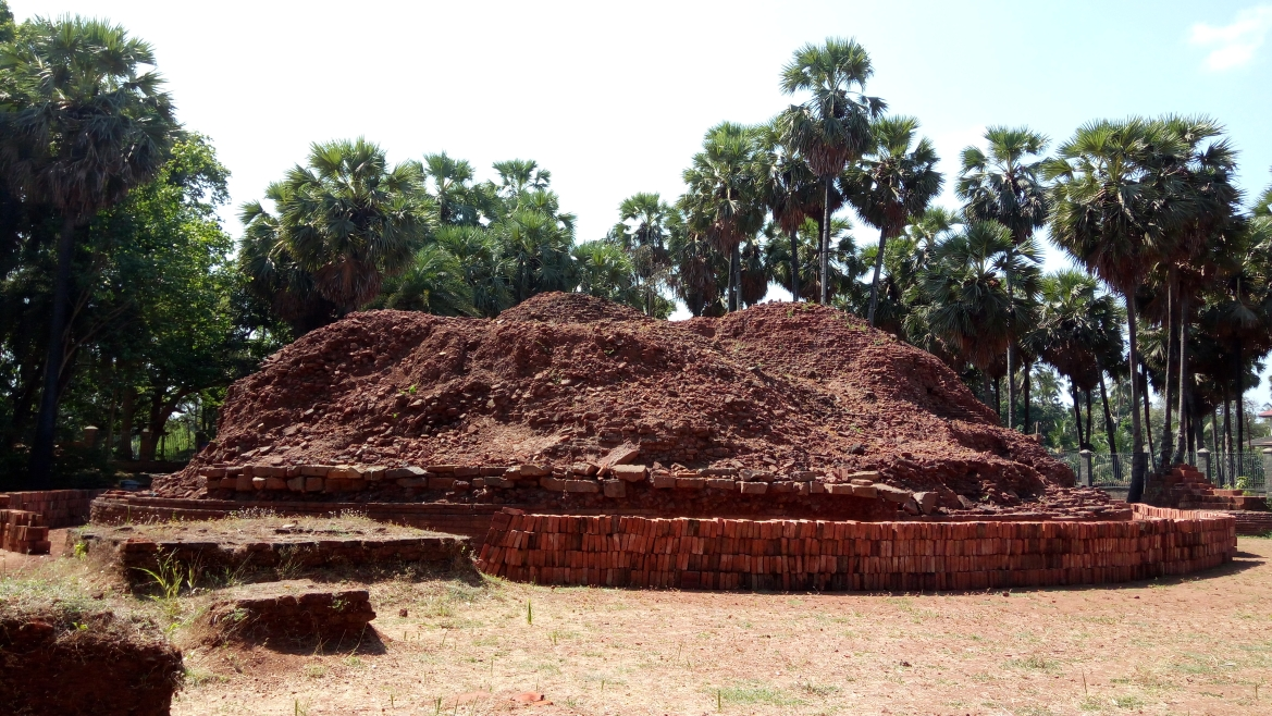 The mound of the Sopara Stupa