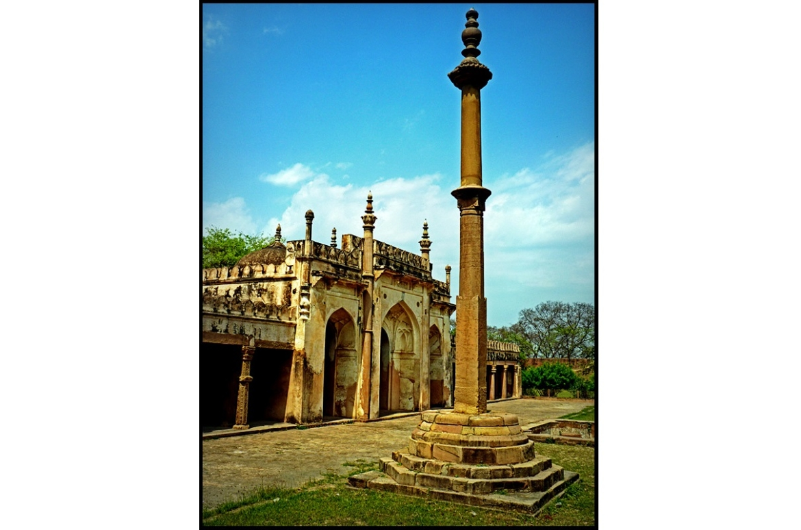 Shahi Masjid and the pillar of Ibrahim Shah