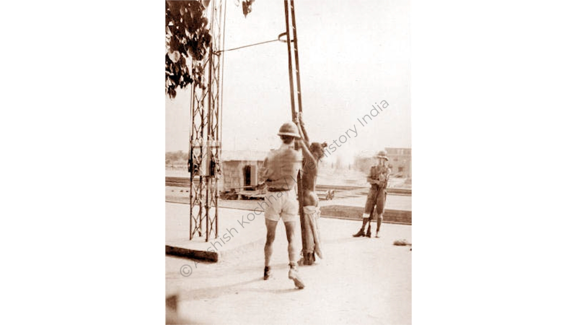 Flopping booth used for punishment (2)
