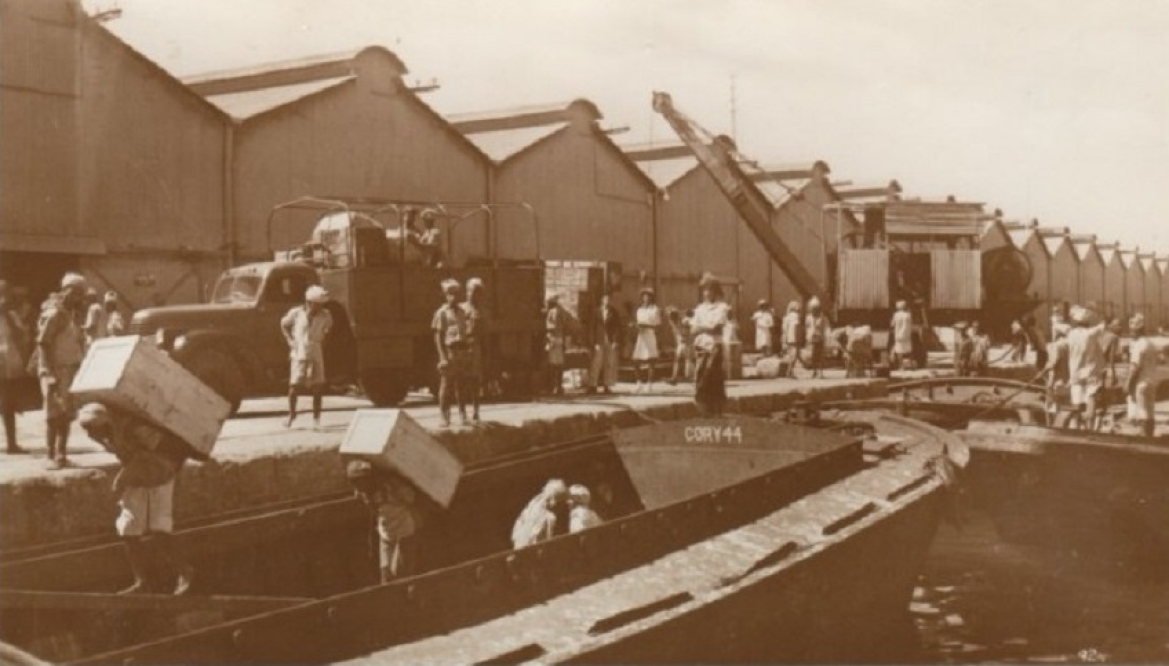 Cargo loading in Aden, 1940s