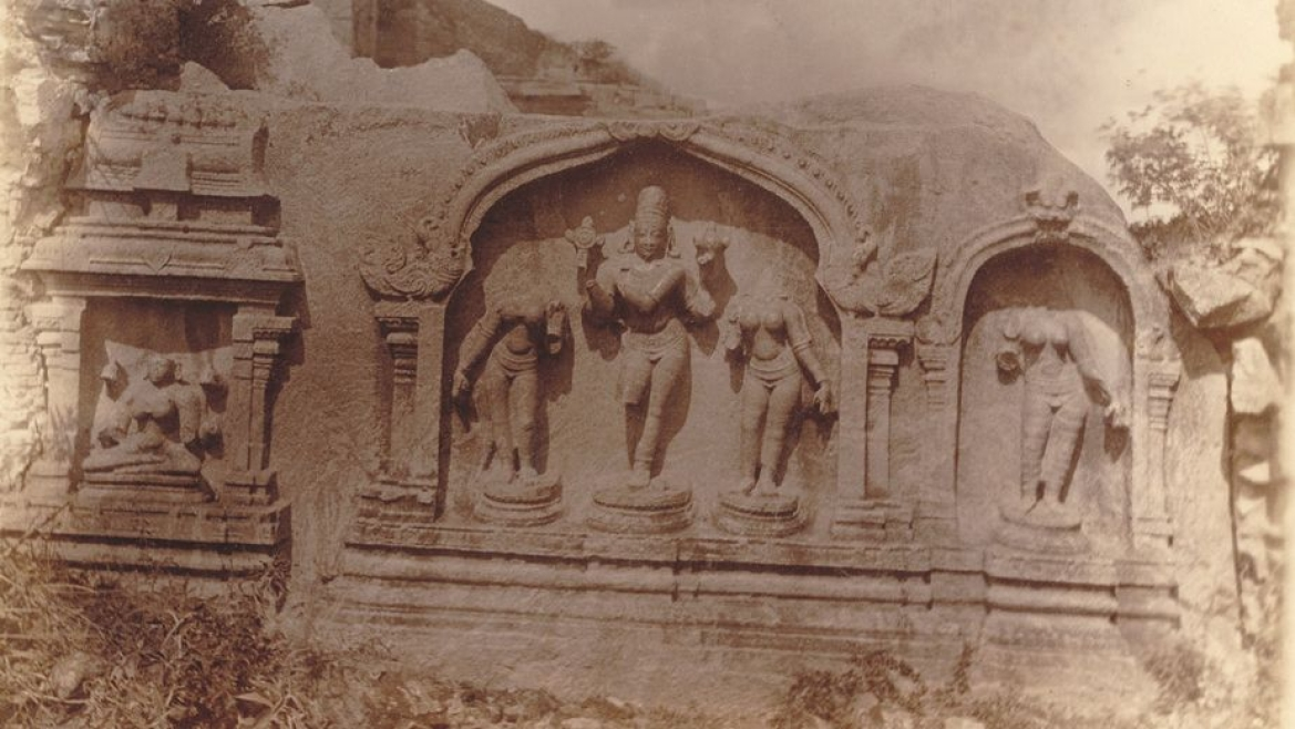 Rock-cut image of Venugopalaswami near the Rajagiri