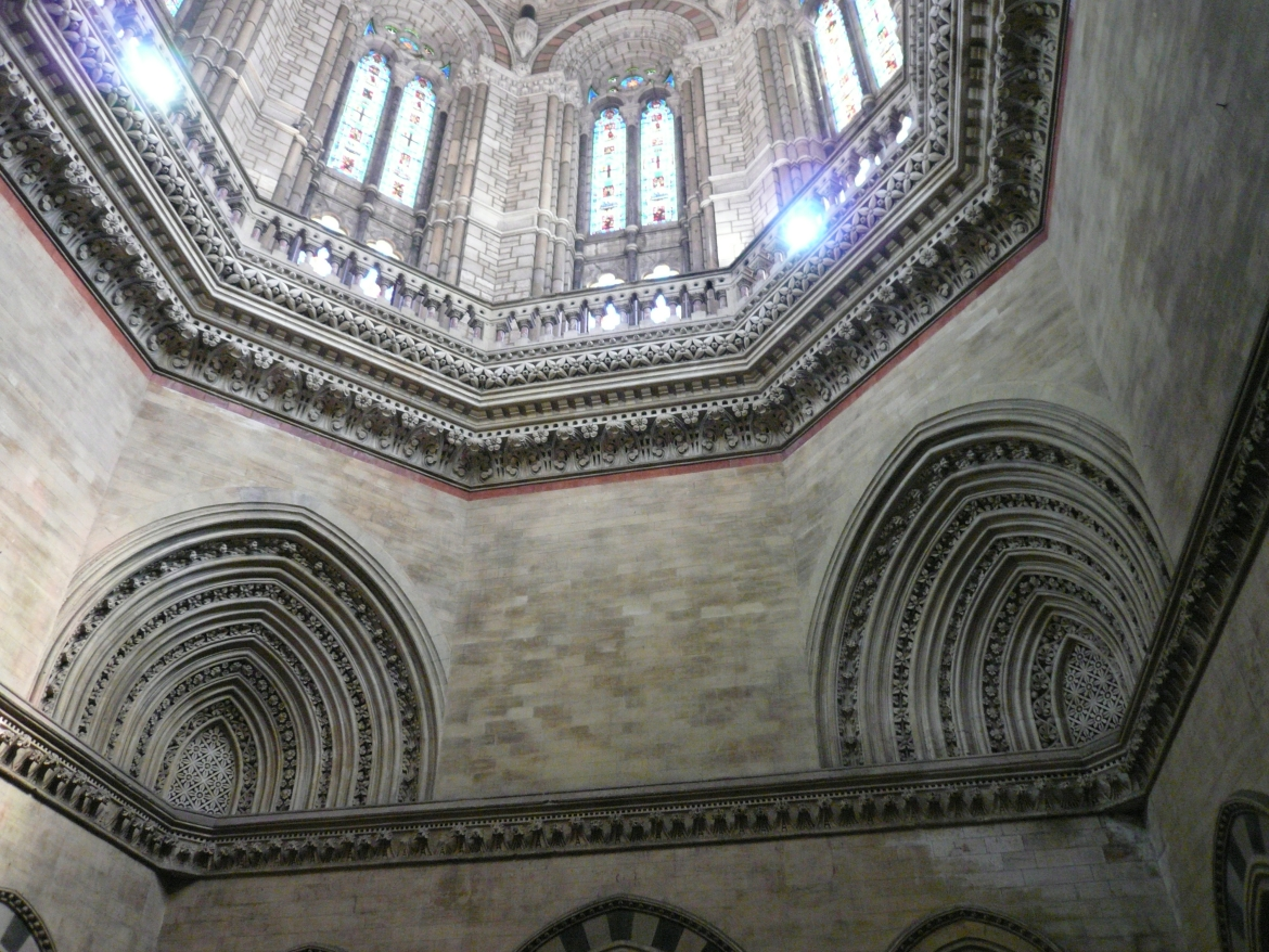 Interiors of CST, the decorative elements were done by Kipling's students