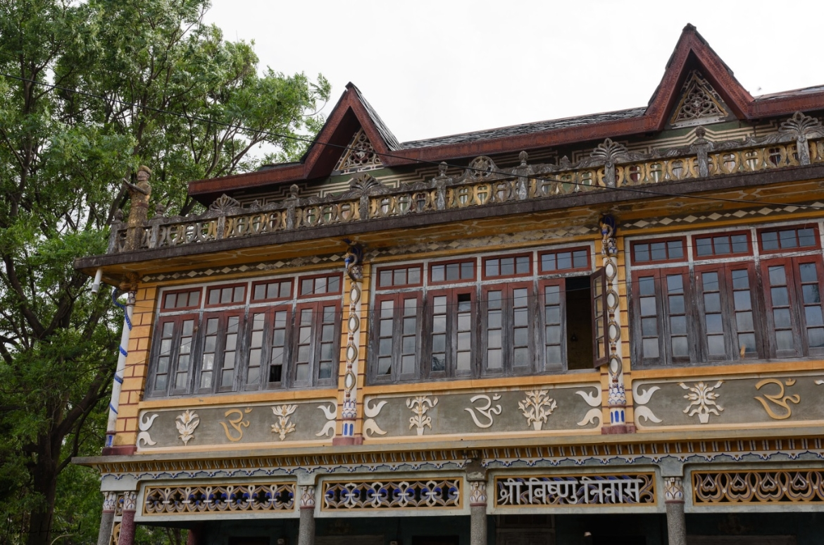 Example of mixture of local and European architecture in Pragpur