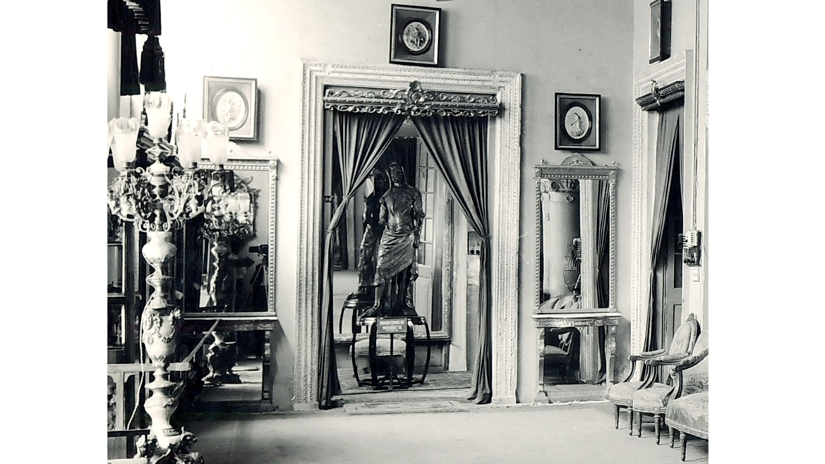 The Double-statue at the French Room in Dewan Deodi (1951-1968)