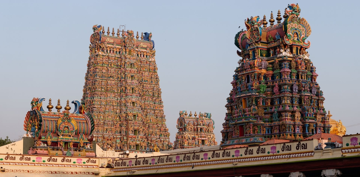 Meenakshi temple has 14 colorful <i>gopuras</i>